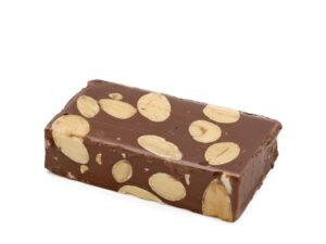 Turrón de chocolate y almendra en porciones